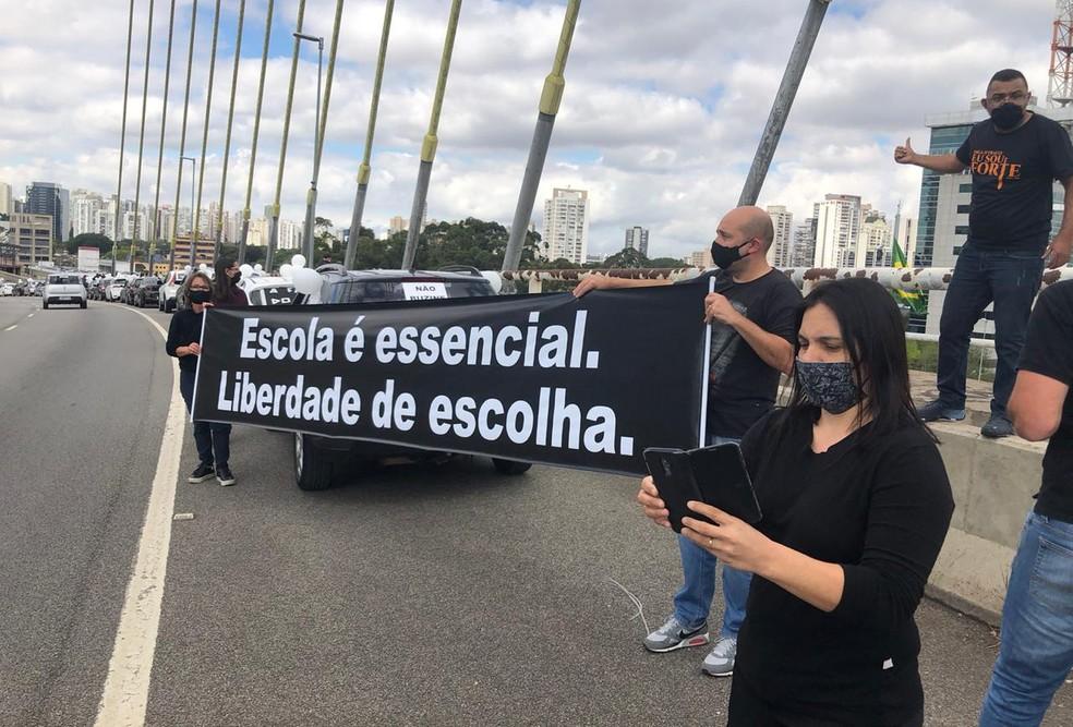 Ato de donos de escolas particulares na Ponte Estaiada, Zona Sul de São Paulo. — Foto: Acervo Pessoal