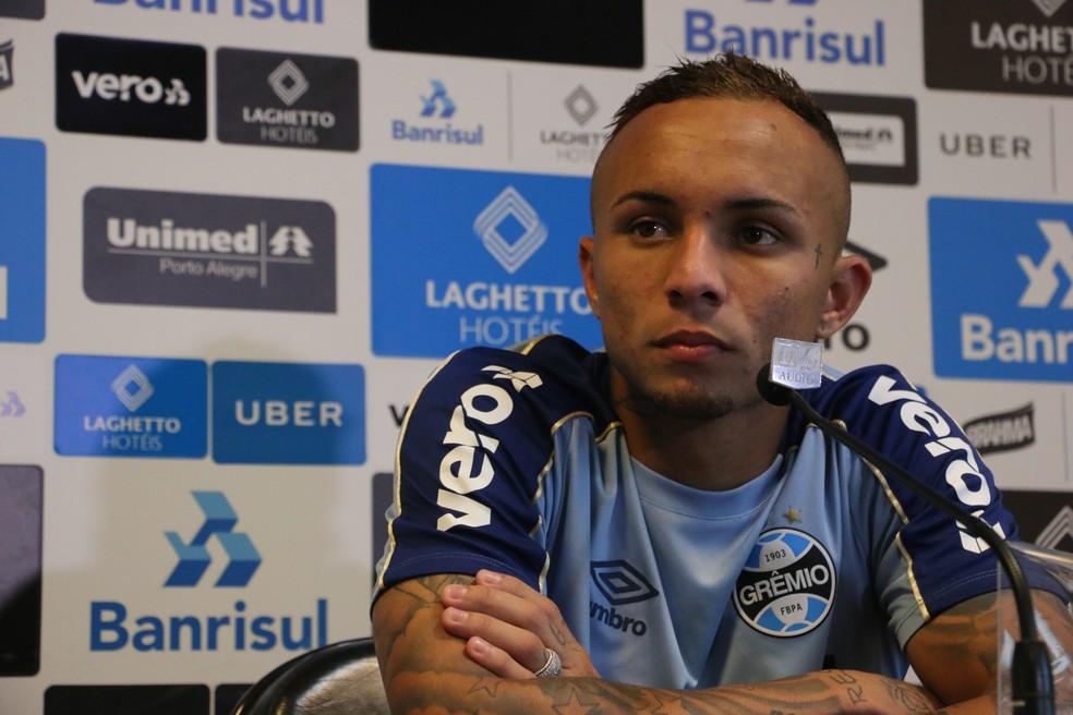 Everton chega à sexta temporada profissional pelo Grêmio — Foto: Matheus Beck / GloboEsporte.com