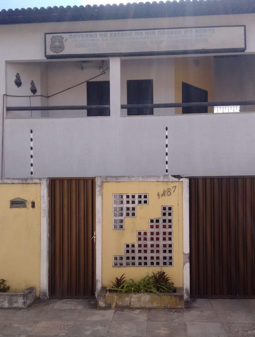 Delegacia Especializada no Atendimento à Mulher (Deam) de Parnamirim não abriu nesta quarta-feira (26), durante protestos de policiais civis — Foto: Sinpol/Divulgação