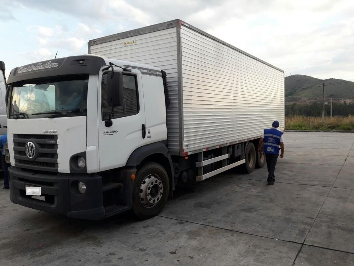 Mais de 5t de produtos sem nota fiscal são apreendidas na Dutra, em Itatiaia, RJ