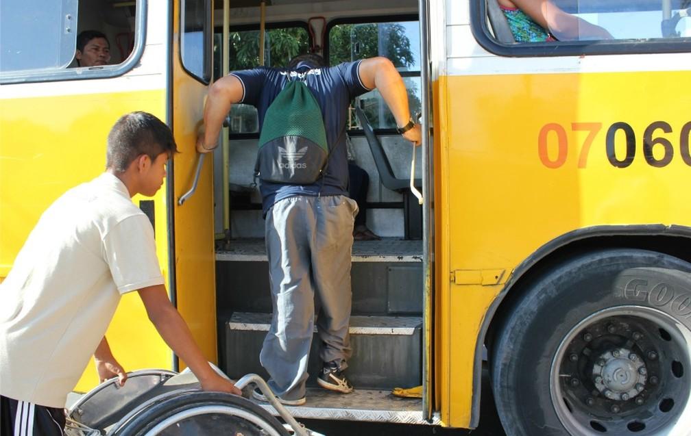 Prazo para adaptar toda a frota de ônibus do país venceu em dezembro de 2014; apenas 11,7% dos municípios a cumpriram (Foto: Girlene Medeiros/G1 AM)