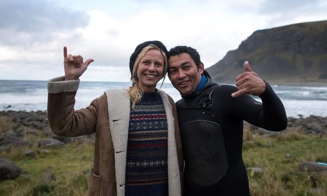 A norueguesa Guro Aanestad  e o brasileiro Gil Ferreira, vencedores do Lofoten Masters