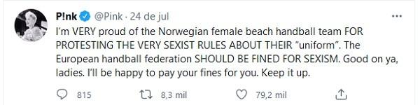 O tuíte da cantora Pink com sua oferta para pagar a multa imposta à seleção de handebol de praia da Noruega (Foto: Twitter)