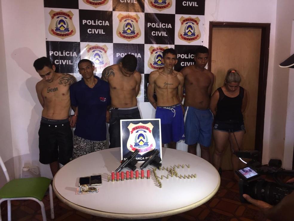 Cinco foragidos e duas pessoas que ajudaram a escondê-los foram presas — Foto: Policia Civil/Divulgação