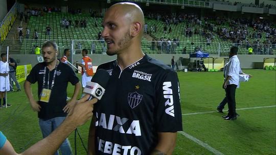 Fábio Santos comemora vitória do Atlético-MG sobre o Figueirense pela Copa do Brasil