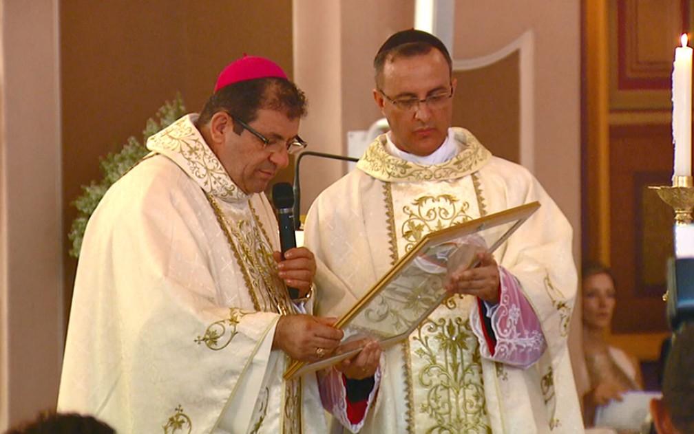 Vilson Dias ao lado do padre Pedro Leandro Ricardo, que atuava em Americana; eles são investigados pelo Vaticano — Foto: Reprodução/EPTV