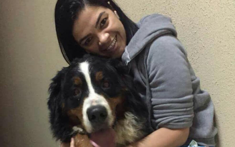 Aline faz campanha para conseguir pagar tratamento de cão (Foto: Arquivo Pessoal/Aline Caetano)