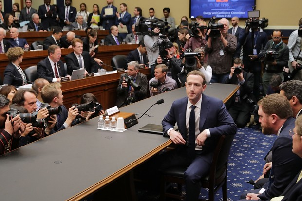 Mark Zuckerberg, CEO do Facebook, em sessão com o congresso americano (Foto: Getty Images)