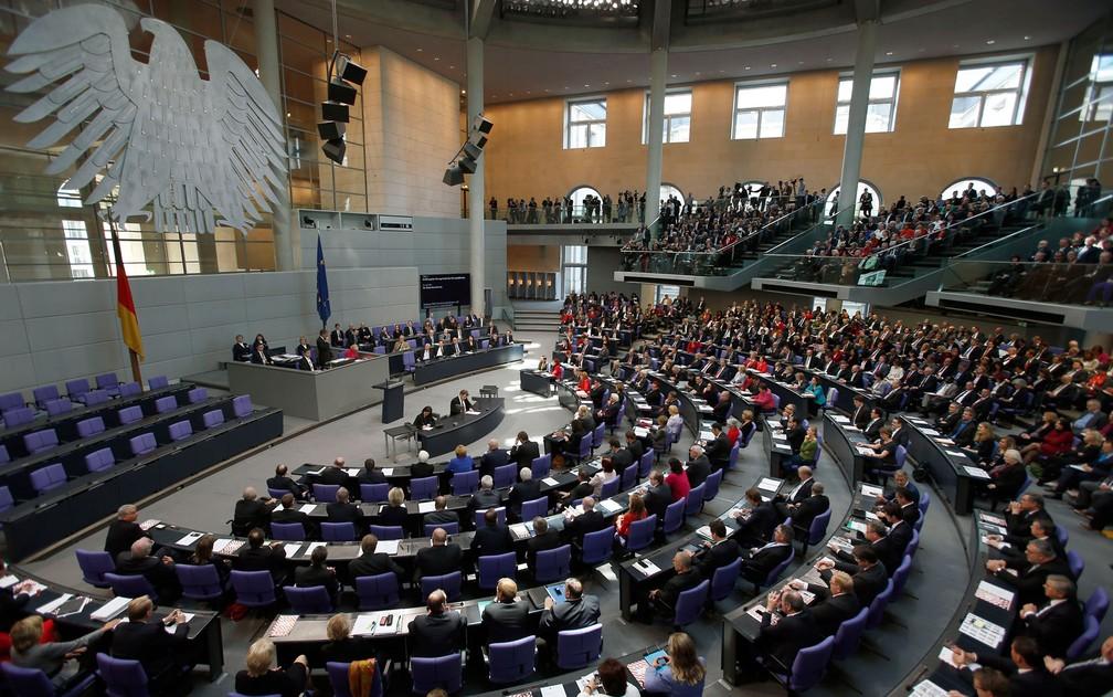 Visão geral do Bundestag, o Parlamento alemão, em foto de 22 de outubro de 2013 — Foto: AP Photo/Michael Sohn