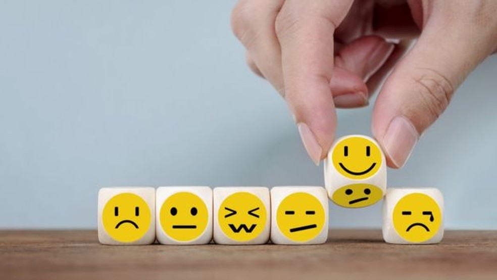Nos países em desenvolvimento, a idade mais infeliz é 48,2 — Foto: Getty Images/BBC