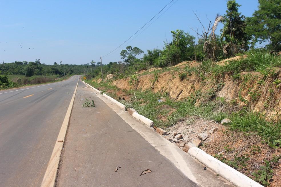 -  Acidente aconteceu na BR Bennesby, na zona rural de Nova Mamoré  Foto: Júnior Freitas/G1