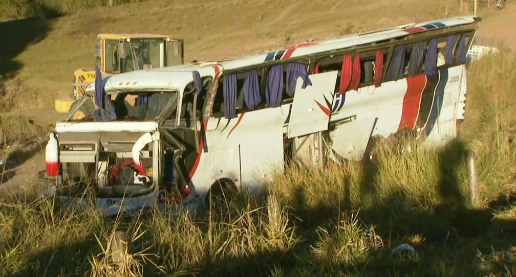 Ônibus é desviarado após acidente em Rio Claro  Foto: Vitor Diagonel/EPTV