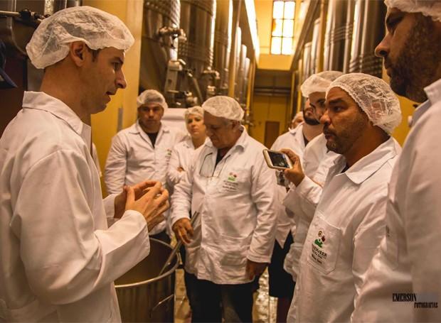 O curso é conduzido por Adriano Miolo, enólogo da vinícola da Miolo (Foto: Divulgação)