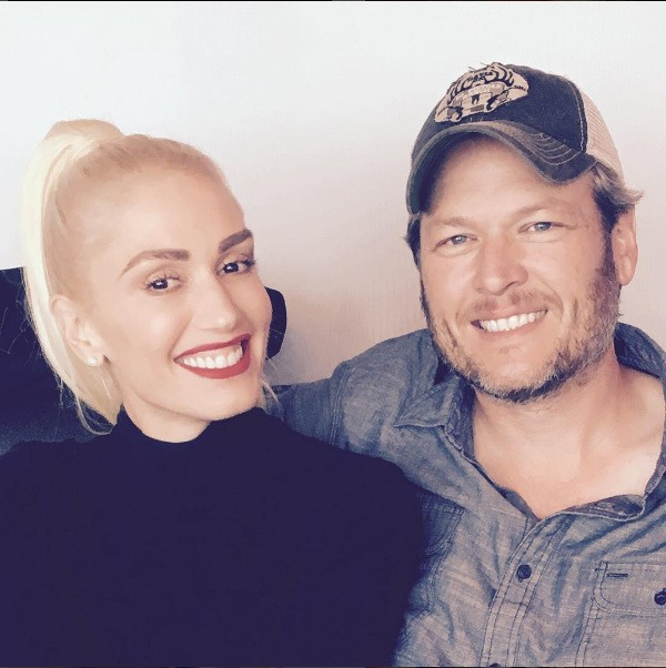 A cantora Gwen Stefani e seu namorado, o cantor Blake Shelton (Foto: Instagram)