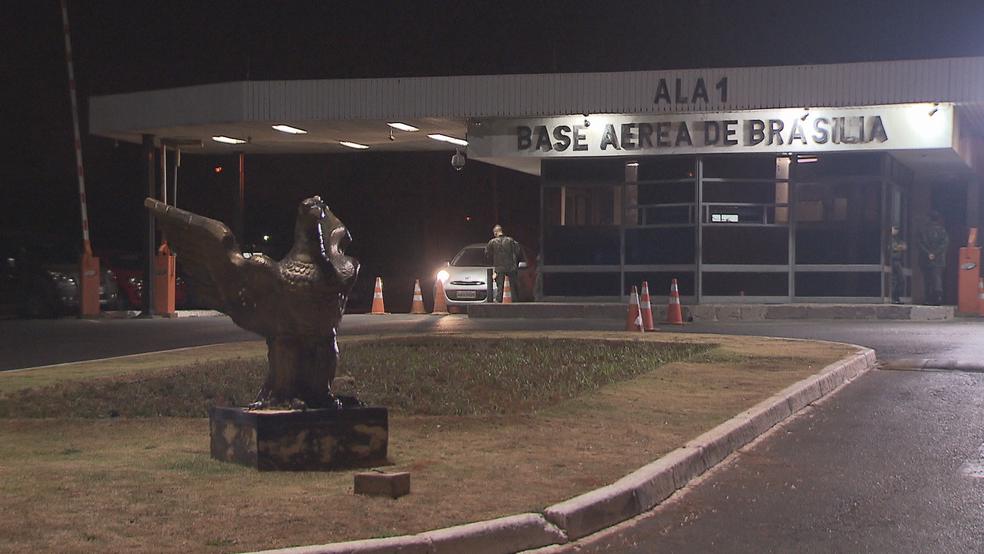 Entrada da Base Aérea de Brasília (Foto: TV Globo/Reprodução)