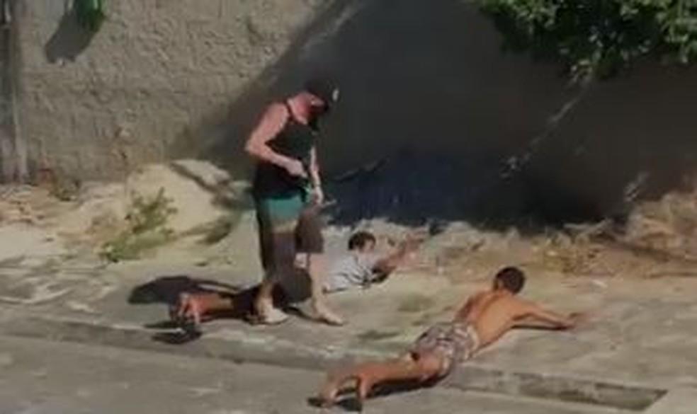 Vídeo mostra a execução de dois homens no Rio — Foto: Reprodução/Redes sociais