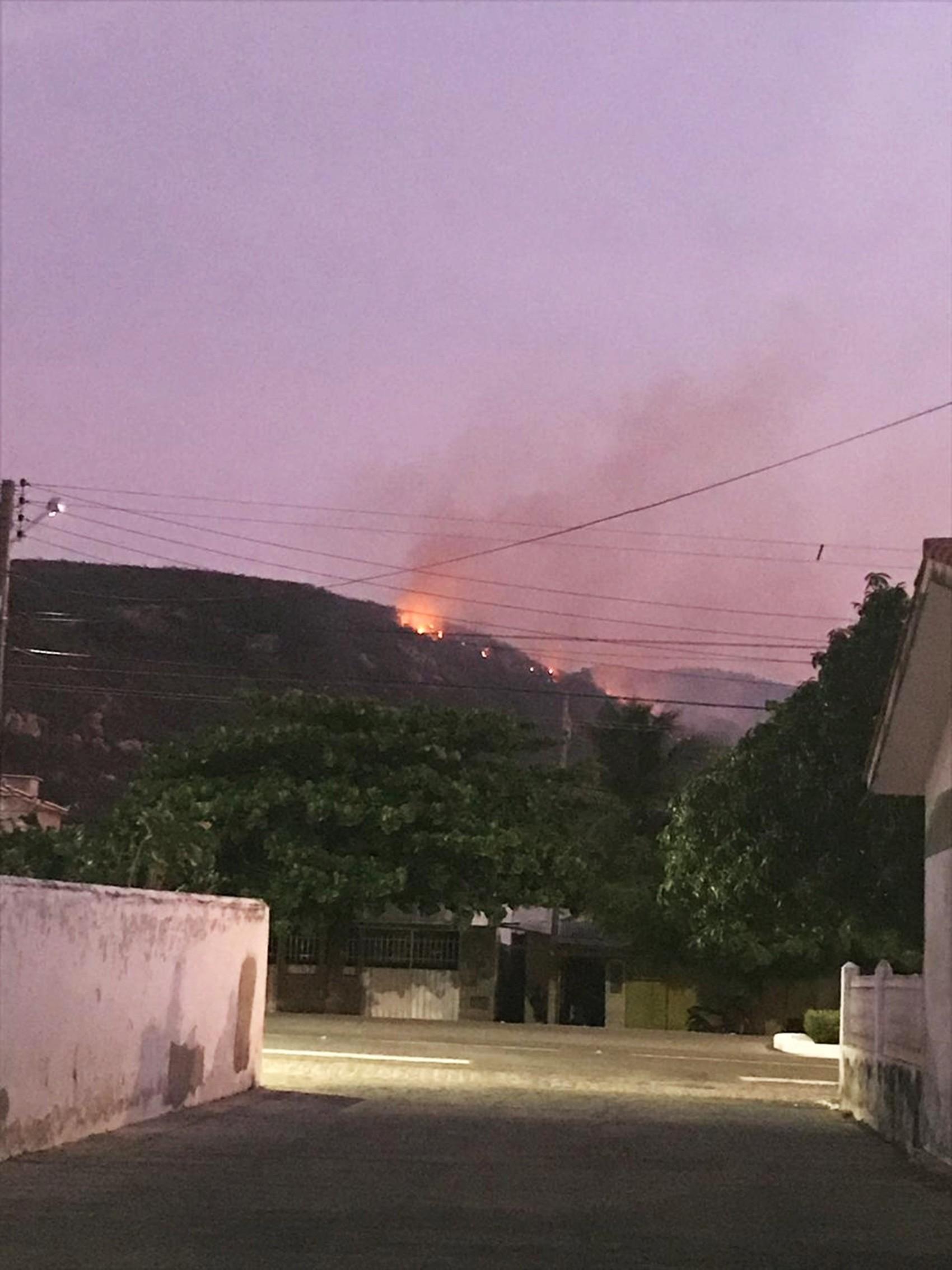 Após mais de 60h de combate, Corpo de Bombeiros diz que incêndio florestal na Serra do Lima está 'parcialmente controlado' - Notícias - Plantão Diário