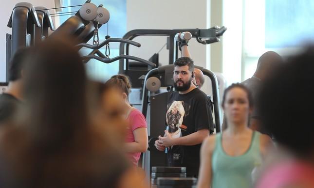 Leandro não liga para os olhares na sala de musculação