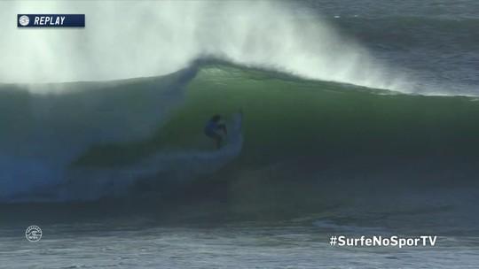 Filipinho e Fioravanti travam boa disputa em bateria do Mundial de surfe em Portugal