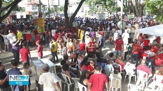 Manifestantes protestam contra reforma da Previdência no Recife