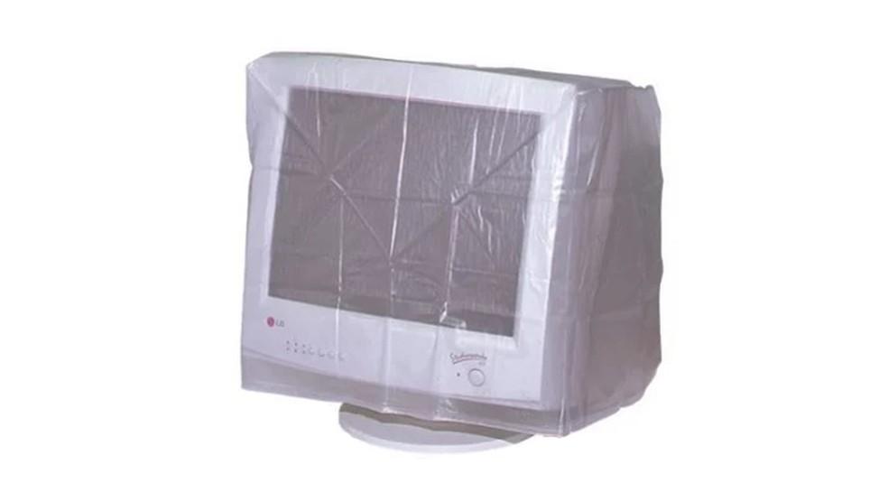 Capa de plástico antipoeira em computador dos anos 2000  (Foto: Divulgação/Balão da Informática)