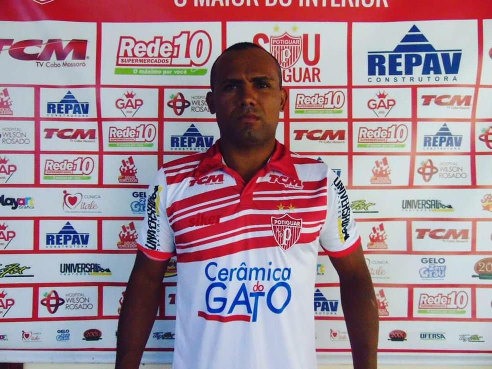 Daniel Caiçara jogou o último estadual pelo Santa Cruz de Natal (Foto: Marcelo Diaz/Divulgação)