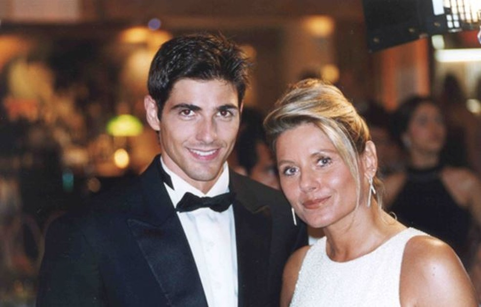 Reynaldo Gianecchini e Vera Fischer em 'Laços de Família'  — Foto: Reprodução