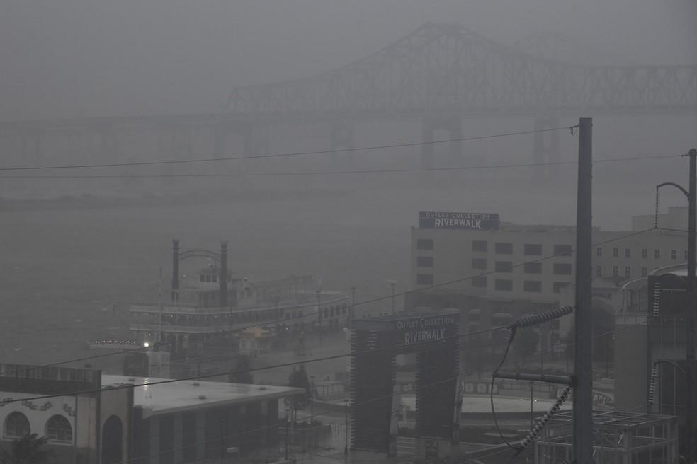 Foto de 29 de agosto de 2021 mostra a chegada do furacão Ida à cidade de New Orleans, Louisiana — Foto: Patrick T. Fallon/AFP