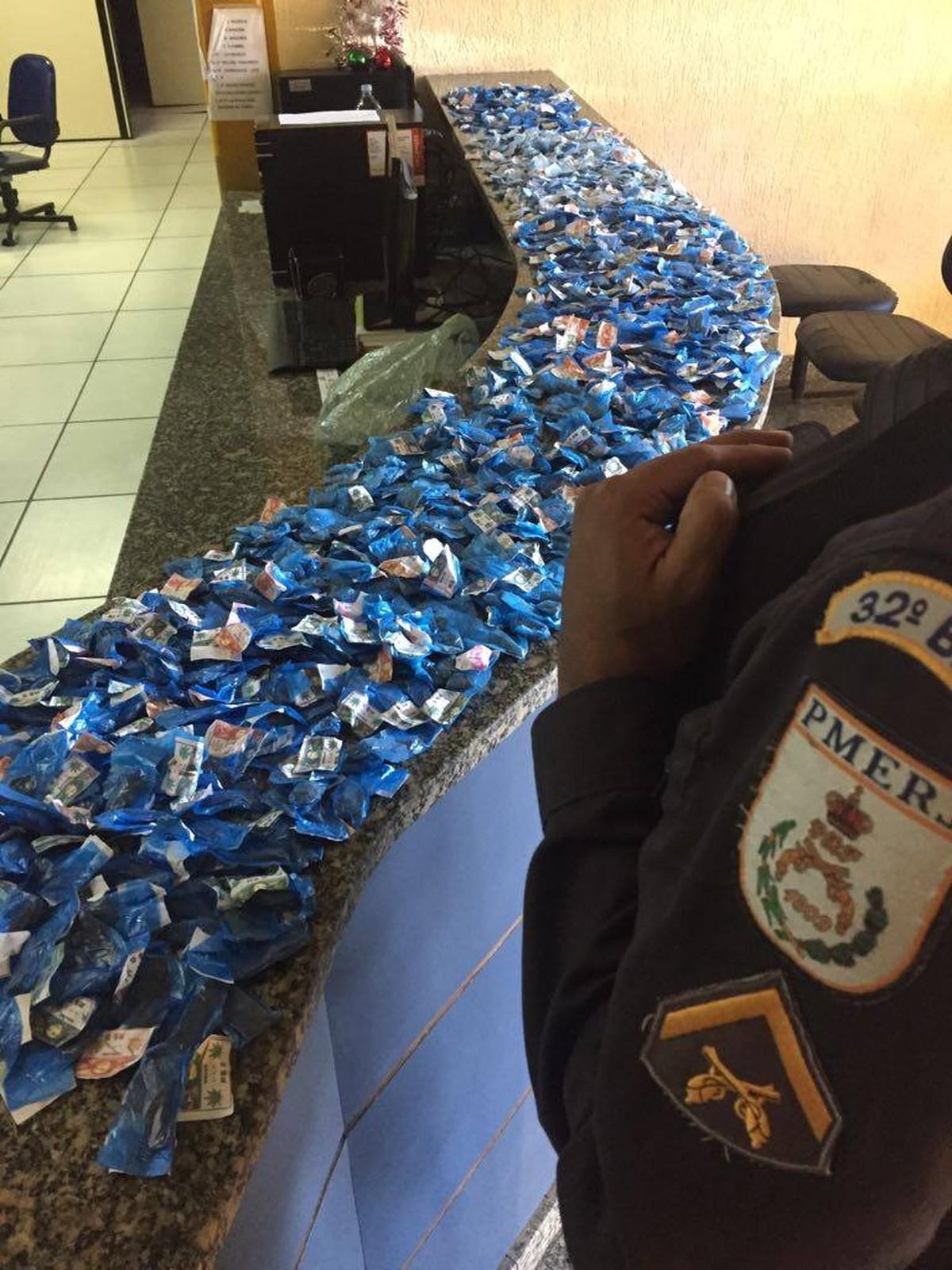 PM encontra buchas de maconha enterradas em Macaé, no RJ