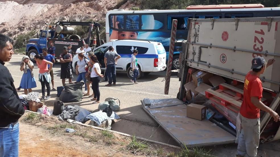 BR-381 foi parcialmente fechada por causa de acidente em Antônio Dias (Foto: Adriano Assis/Arquivo Pessoal)
