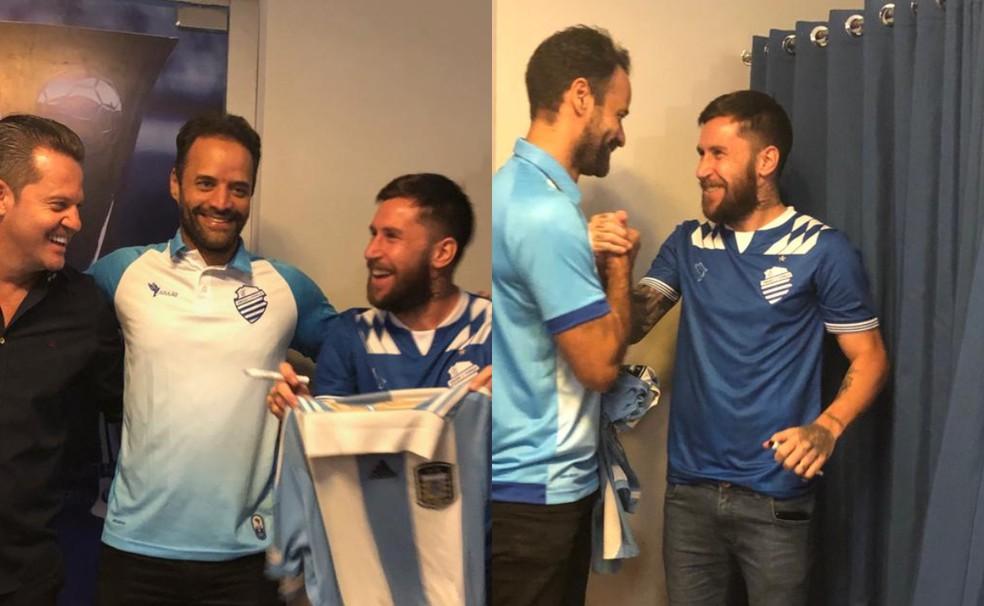 Torcedor levou a camisa da seleção argentina para Jonatan Gómez assinar — Foto: Emanuelle Borba/GloboEsporte.com