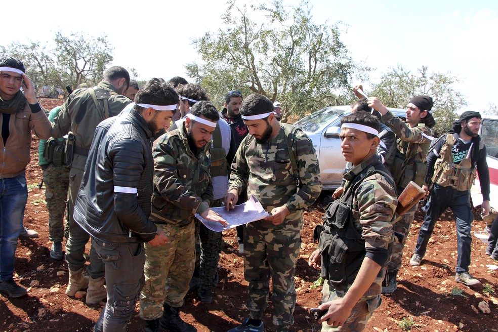 Síria: Erdogan saúda controlo
