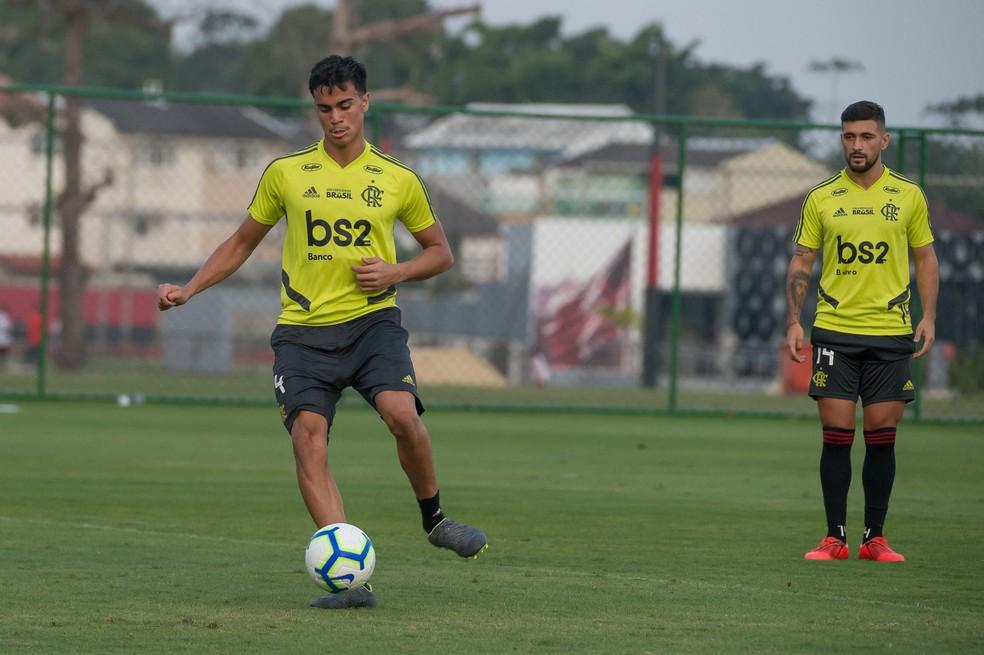 Reinier estreou contra o Emelec e pode ser improvisado — Foto: Alexandre Vidal / Flamengo