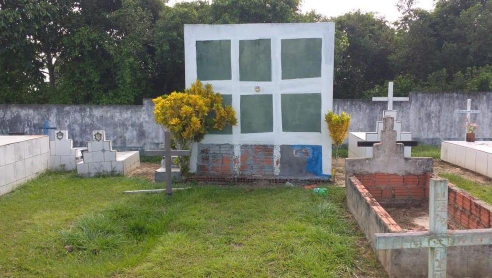 Possível violação de túmulo ocorreu no município de Rodrigues Alves — Foto: Mazinho Rogério/G1