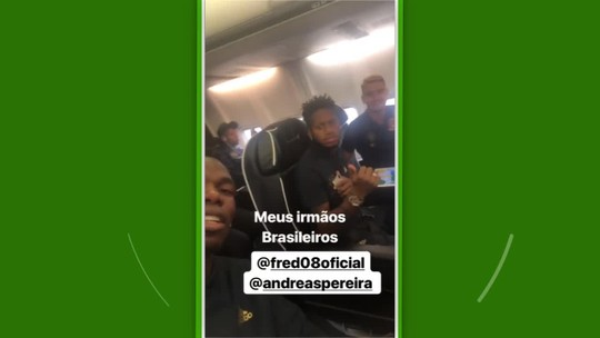 """Com Fred e Andreas Pereira, Pogba fala """"portunhol"""" e escreve: """"Irmãos brasileiros"""""""