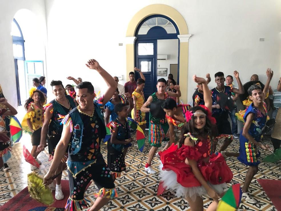 Frevo ocupou espaço especial  durante o lançamento da programação oficial do carnaval 2018, nesta quarta-feira (17). (Foto: Thays Estarque/G1)