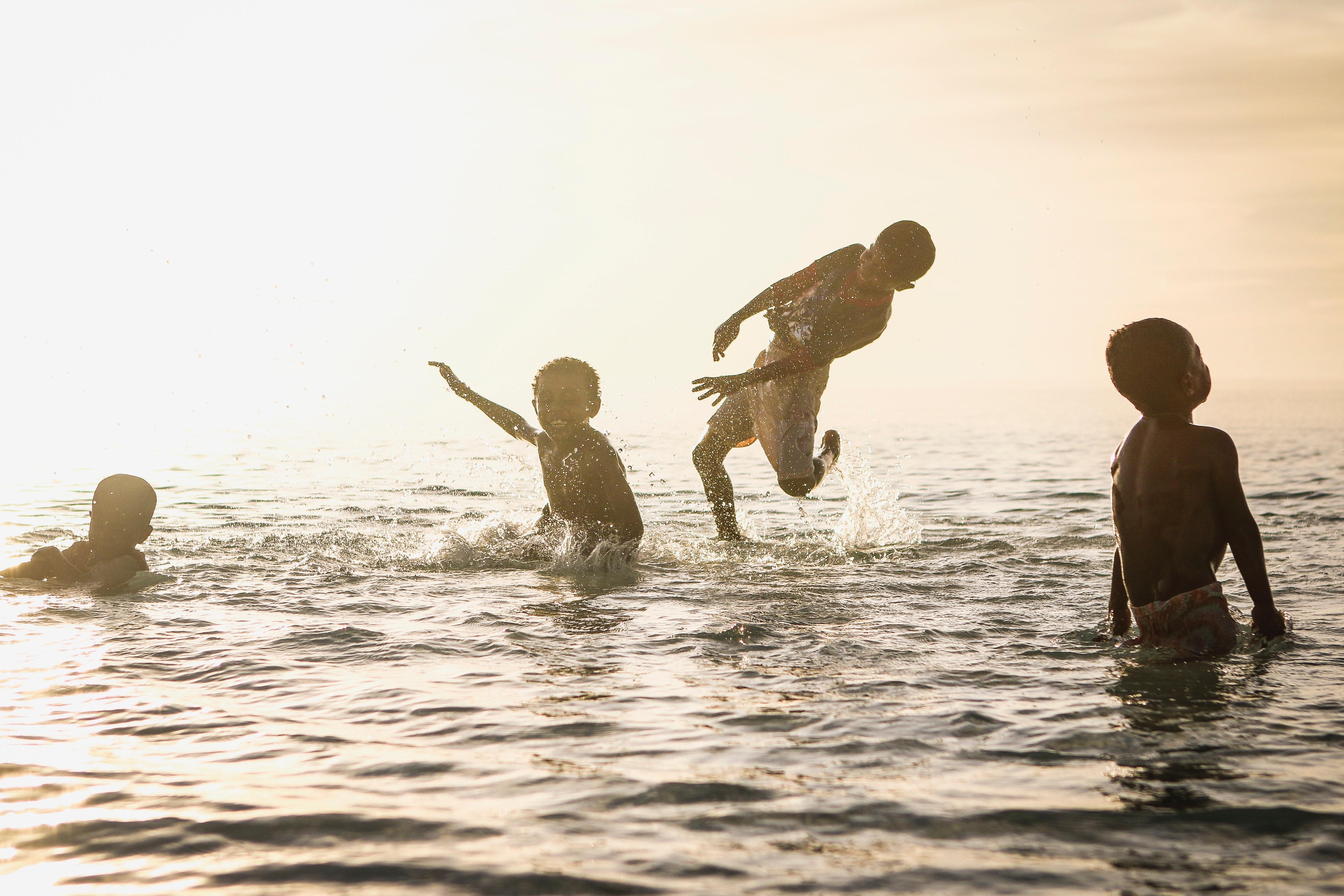 Além da diversão, as férias promovem muito aprendizado (Foto: @Kasuma/Nappy.co)