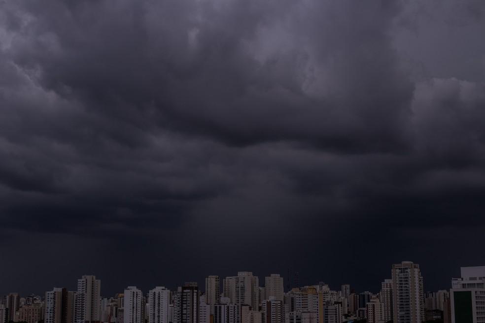 Nuvens carregadas são vistas da Lapa, Zona Oeste de São Paulo — Foto: André Lucas/Estadão Conteúdo