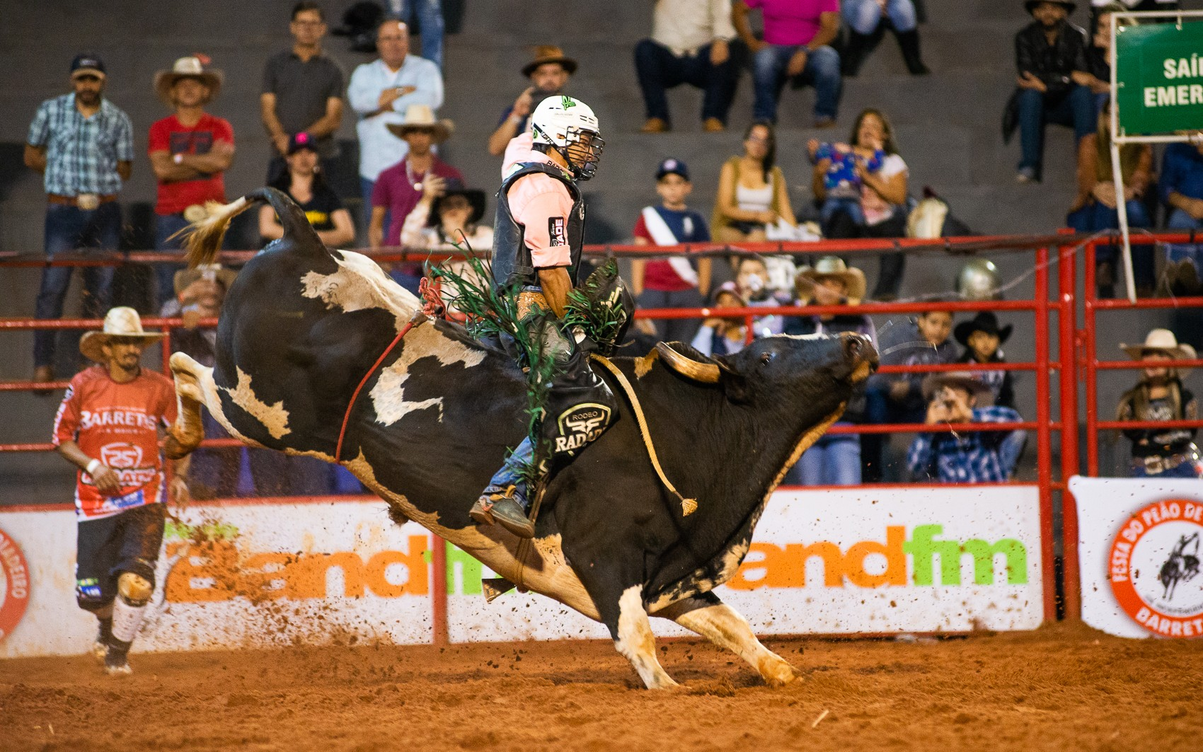 Em Barretos, peões de Minas Gerais garantem vaga em rodeio no Texas por prêmio de US$ 1 milhão - Notícias - Plantão Diário
