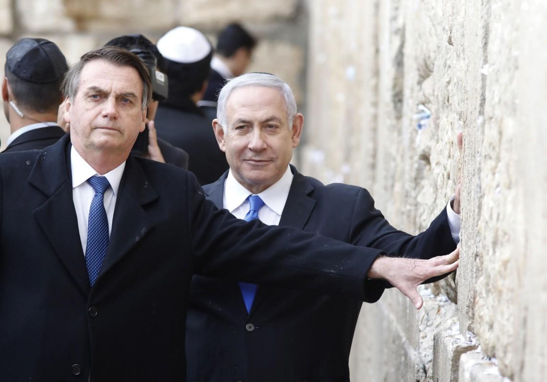 Presidente Jair Bolsonaro e o agora ex-premier de Israel, Benjamin Netanyahu, no Muro das Lamentações, durante visita do líder brasileiro a Jerusalém
