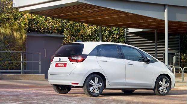 Honda FIt (quarta geração) - Lanternas de LED - Sempre meio verticais, as luzes agora ficam dispostas na horizontal (Foto: Divulgação)