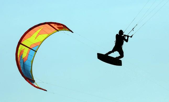 Kitesurf pode ser praticado por pessoas de qualquer idade
