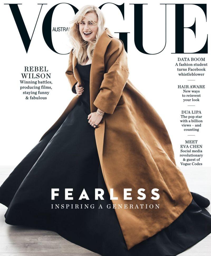 A capa protagnizada pela atriz Rebel Wilson que foi acusada de uso de Photoshop (Foto: Divulgação)