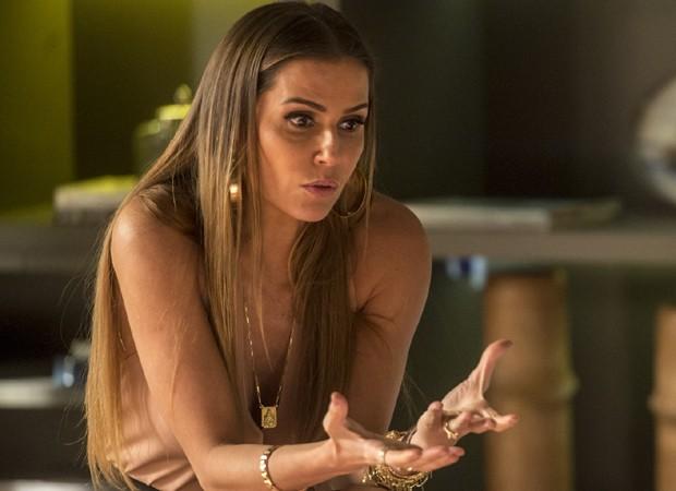 Karola (Deborah Secco) vai chantagear Luzia (Giovanna Antonelli) em Segundo Sol (Foto: João Cotta/TV Globo)