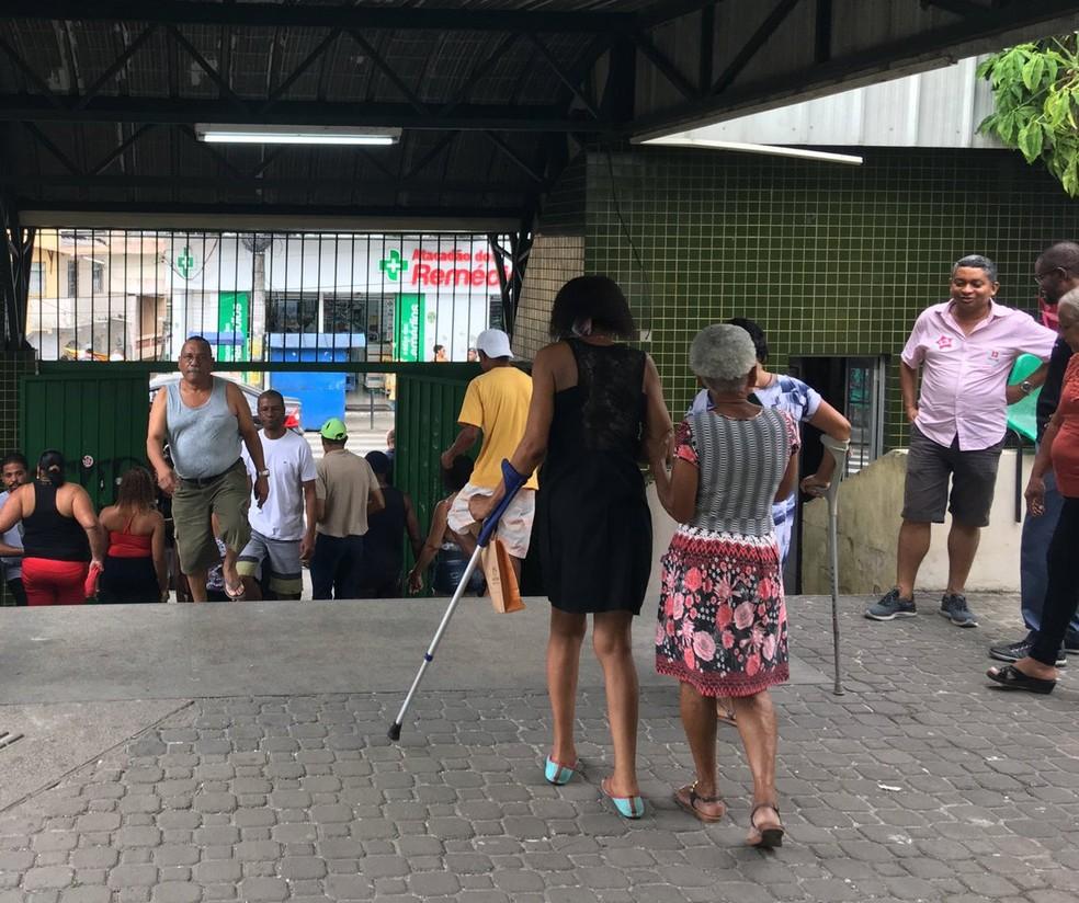 Eleitores enfrentam dificuldades na locomoção e idosos têm problemas de acessibilidade, no bairro da Liberdade — Foto: Itana Alencar/G1