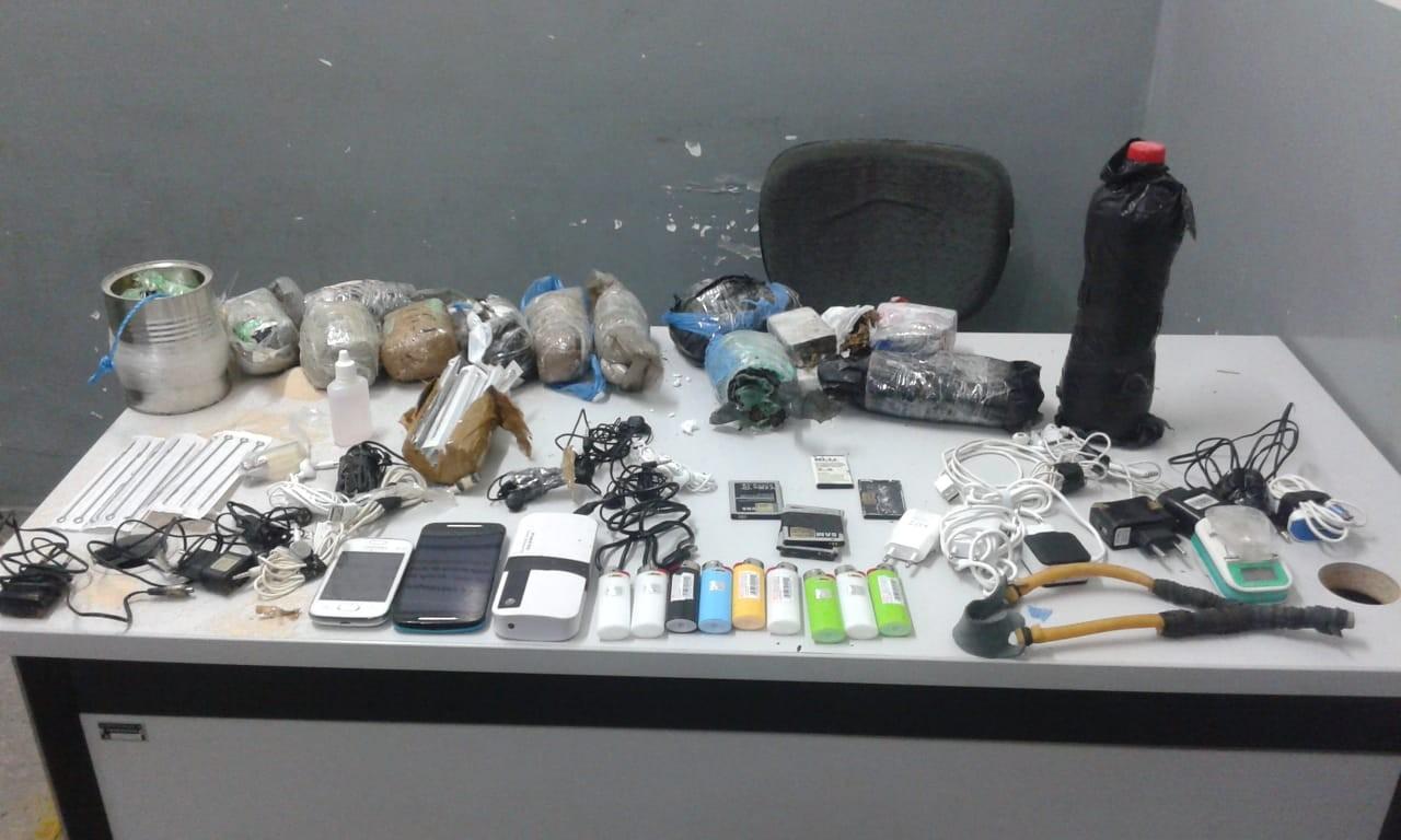 Quatro homens são presos tentando arremessar objetos para presídio, em Campina Grande - Noticias