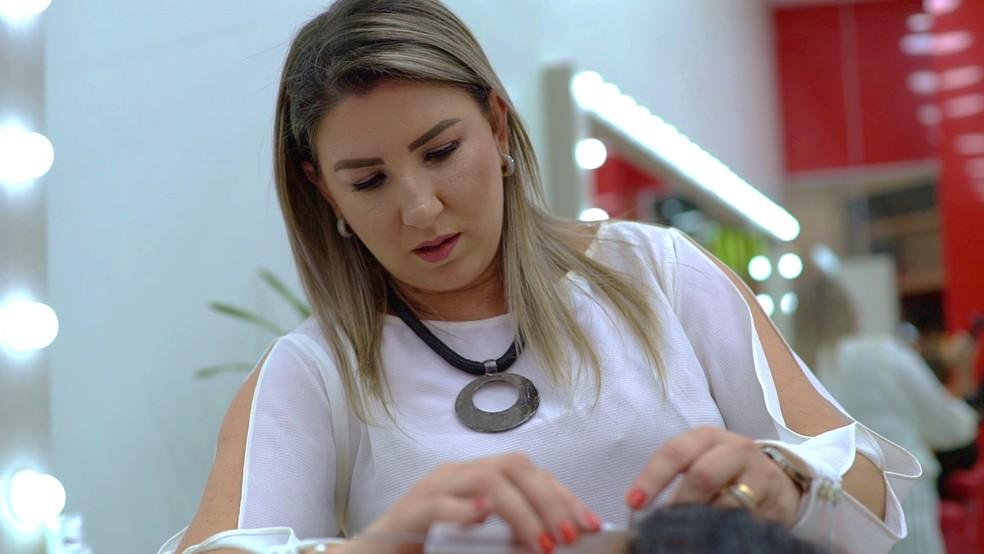 Depois de morar na beira do rio, empresária de Taubaté cria franquia com 200 lojas no Brasil e exterior — Foto: Reprodução/ TV Vanguarda