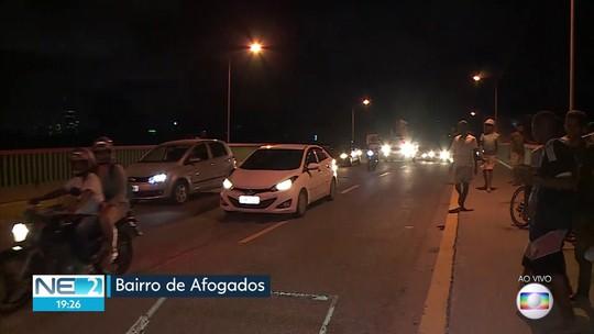 Ponte em área de desabamento de imóvel em Afogados sofre bloqueios até o fim de limpeza de terreno
