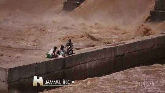 Pescadores ilhados após monções na Índia são resgatados de helicóptero; veja vídeo