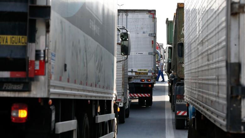 caminhão-paralisação-greve-rodovia-presidente-dutra-RJ (Foto: Tânia Rêgo/Agência Brasil)